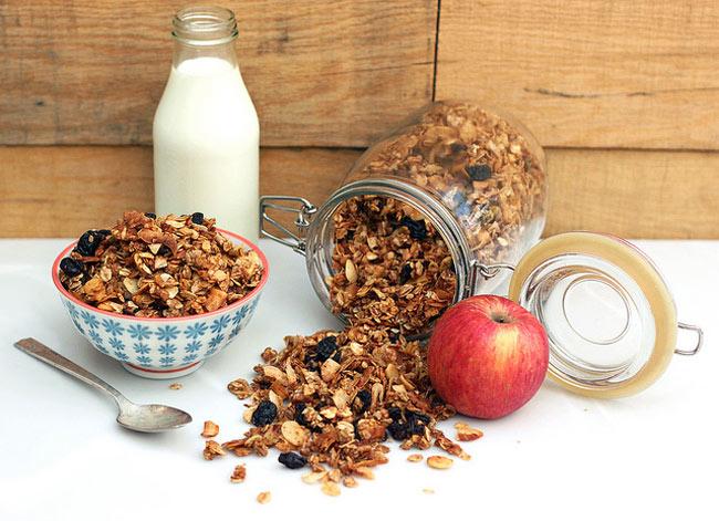 Apple Spice Granola (Gluten-free + Vegan) from Tasty Yummies